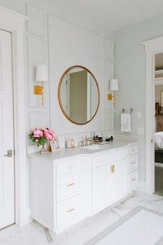 The Riverside House – Master Bathroom