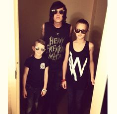 i dont care if im judged but i just found out he has step kids. but kellin still loves them as if they were his. He has step kids? Love Band, Cool Bands, Anthem Made, Like Bryan, Band Quotes, Step Kids, Sleeping With Sirens, Kellin Quinn, A Day To Remember