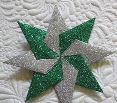 Geta's Quilting Studio: Paper Stars Source by getagrama Quilt Studio, Christmas Quilt Patterns, Christmas Sewing, Fabric Ornaments, Xmas Ornaments, Christmas Tree Art, Christmas Crafts, Origami Paper Art, Paper Crafts