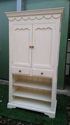 Solid pine unit painted in Farrow & Ball 'tallow' all-over....great multi-function piece, use as a larder or linen cupboard or in the bedroom!