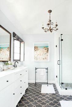 Midcentury Modern Bathroom Tile Ideas #bathroom #bathroomtile #bathroomtileideas Modern Bathroom Tile, Modern Farmhouse Bathroom, Classic Bathroom, Farmhouse Design, Master Bathroom, Bathroom Ideas, Classy Living Room, Toilet Design, Vintage Bathrooms