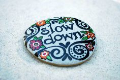 Slow Down / Painted Rock / Sandi Pike Foundas por LoveFromCapeCod