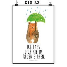 """Poster DIN A2 Bär mit Regenschirm aus Papier 160 Gramm  weiß - Das Original von Mr. & Mrs. Panda.  Jedes wunderschöne Poster aus dem Hause Mr. & Mrs. Panda ist mit Liebe handgezeichnet und entworfen. Wir liefern es sicher und schnell im Format DIN A2 zu dir nach Hause.    Über unser Motiv Bär mit Regenschirm  """"Ich lasse dich nie im Regen stehen"""" - das gilt für unsere Freunde, für unsere Familie und für unseren Partner. Und diesen besonderen Menschen kann man eigentlich nicht oft genug sagen…"""