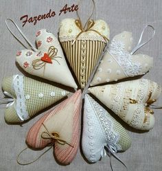 Fabric Ornaments, Felt Ornaments, Shabby Chic Quilts, Sewing To Sell, Fabric Hearts, Christmas Hearts, Lavender Bags, Valentines Art, Heart Crafts