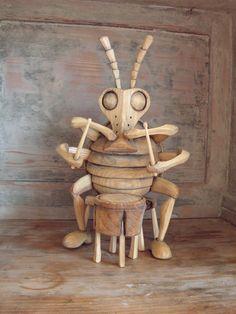 brouk+a+buben+Multiinstrumentální+brouk,+sen+každé+kapely....výška+cca+33cm,+vytvvořen+z+lipového+dřeva.