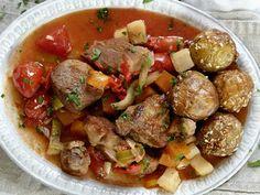 Lammegryte med tomater og rotgrønnsaker Drink, Ethnic Recipes, Food, Beverage, Essen, Meals, Yemek, Eten, Drinking