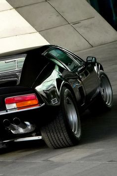 Pantera. The car that I first noticed as a kid. Cannonball Run!