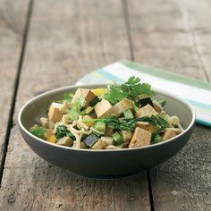 Snelle oosterse woknoedels met kokosmelk en tofu http://dlhz.be/1kbIBL7