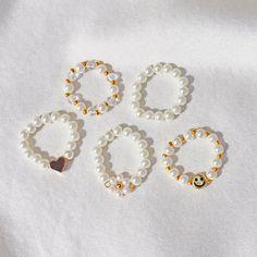 Handmade Wire Jewelry, Diy Crafts Jewelry, Handmade Rings, Cute Jewelry, Beaded Jewelry Designs, Diy Beaded Rings, Diy Rings, Beaded Bracelets, Diy Bracelets Easy