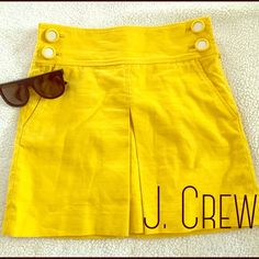 ADORABLE J. CREW SKIRT Single pleat in the front, pockets and all 4 buttons are in good shape. Side zipper. Lined. J. Crew Skirts Mini