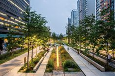 [QUICK READ] Here are 25 awesome free things to do in Seoul. Find out where to rent hanbok for free, how to access Seoul's palaces, and lots more. Park Landscape, Urban Landscape, Landscape Architecture, Landscape Design, Bukchon Hanok Village, Culture Day, Linear Park, Centre Commercial, Public Realm
