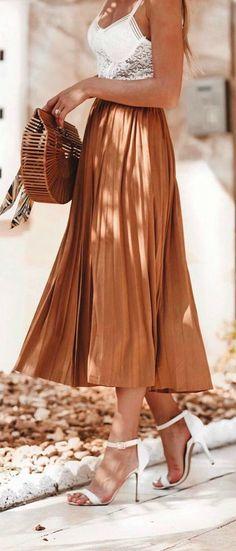 Lulus beautiful skirt pleats falls perfectly