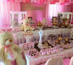 Ursinhas para Bianca! Bolo lindo @mariahelenabolos, personalizados @flaviamagalhaesa, buffet @santafarrajp, brinquedos e barraquinhas @kidsgula_locacoes! #Bianca1aninho #FestaUrsinhas #UrsinhasPrincesas #festas #festasinfantis #party #kidsparty #partydecor #casinhafeliz #casinhafelizfestas #casinhafeliz30anos