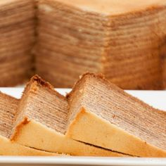 Spekkoek is a Dutch-Indonesian layered cake. Also known as spekkuk and kue lapis legit or 'Thousand Layer Cake' due to the many layers the cake is made of. Thousand Layer Cake, Lapis Legit, Indonesian Cuisine, Dutch Recipes, Take The Cake, Cake Tins, Evening Meals, Pumpkin Pie Spice, Fancy Cakes