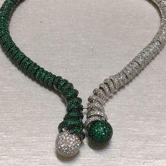 Incredible diamonds & emerald necklace @degrisogono !! #dubai #dubaimall #dubailife #art #love #life #luxury #luxurydesign #luxuryjewelry #luxurylifestyle #instalike #instagram #instagood #instamood #instadaily #instafollow #inspiration #diamond #emerald #gold #jewelry #queen #royal #mydubai #amazing #fabulous #followme #style #dream #happy
