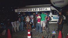 Donos de bares e restaurantes dizem que Lei Seca afasta clientela no Recife Blitz perto de estabelecimentos e falta de transporte público seriam causas. Polícia Militar afirma que estudo baseia escolha dos pontos de fiscalização. A Lei Seca está mais rígida desde janeiro, quando a tolerância no teste do bafômetro passou a ser zero. De acordo com o governo estadual, o número de acidentes de trânsito di 14/05/2013 19h47 - Atualizado em 14/05/2013 19h54 (Leia [+] clicando na imagem)