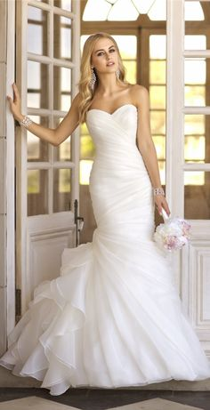 This is exactly the dress I want to wear on my special day! Essense of Australia, Martina Liana Stella York Wedding Dresses — 2014 Bridal Collections Highlight Wedding Dresses 2014, Wedding Attire, Wedding Gowns, Ivory Wedding, Ruched Wedding Dress, Party Dresses, Wedding Dress Trumpet, Dresses 2016, Wedding Reception
