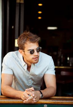 Divergent's leading gentleman Theo James has showcased a distinct preference for classic shades.