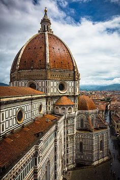 Dome de Santa Maria del Fiore, Florence, Italy. Contains a dome built without any temporary centering.