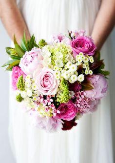 Ramo de novia de rosas, margaritas, peonías, allium y hortensia :: Peony, roses, mums and hydrangeas wedding bouquet