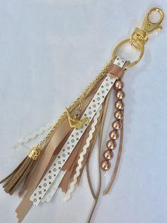 Diy Keychain, Leather Keychain, Keychains, Diy Jewelry, Beaded Jewelry, Handmade Jewelry, Jewelry Making, Ribbon Crafts, Bead Crafts