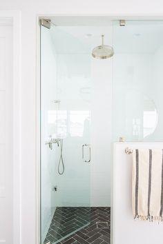 Master Bathroom Decor and Design Ideas – Home Decor Ideas Bathroom Colors, White Bathroom, Modern Bathroom, Small Bathroom, Master Bathroom, Bathroom Wall, Bathroom Hardware, Bathroom Flooring, Bathroom Furniture