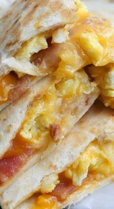 Breakfast Quesadillas with Bacon, Egg and Cheese ~ An easy breakfast or dinner idea your family is sure to LOVE!