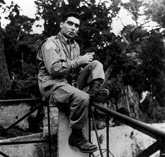 italy naples 1943 | portrait of robert capa | foto: george rodger