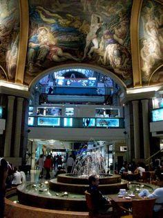 Galerias Pacifico por dentro y sus murales en plena peatonal de Florida y Cordoba. Buenos Aires. Argentina