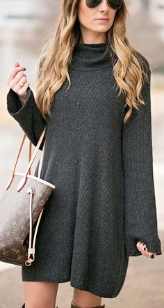 Dark Knit Dress / Brown Leather Tote Bag