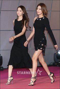 Yoona and Sooyoung Kpop Girl Groups, Kpop Girls, Girls Generation, Korean Beauty, Asian Beauty, Sooyoung Snsd, Sexy Sandals, Stage Outfits, Korean Model
