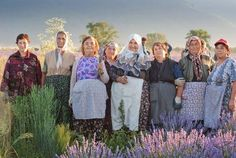 It is very sad that these Bulgarian women over age 60 continue to work hard in the field. But his positive energy transfers the picture