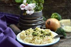 Makaron z brokułami, bardzo różnorodne w smaku i pyszne danie do przygotowania w kilkanaście minut. Świetny obiad dla całej rodziny
