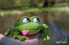 Crochet Frog, Crochet Dragon, Crochet Amigurumi Free Patterns, Crochet Animal Patterns, Crochet Animals, Knit Crochet, Unique Toys, Amigurumi Toys, Beautiful Crochet