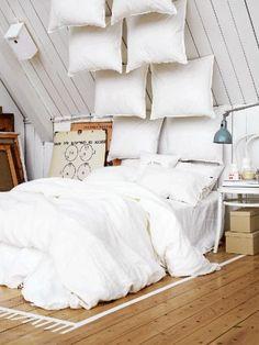 Amazing White Loft Interior Design for Romantic Bedroom Apartment with Wooden Floor Ideas Loft Interior Design, Home Interior, Loft Design, Scandinavian Interior, Interior Paint, Scandinavian Style, Design Design, Pillow Headboard, Headboard Ideas