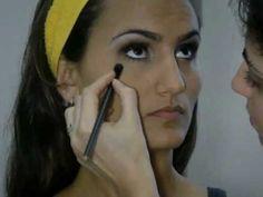 Assista esta dica sobre Maquiagem para Olhos Fundos Participação de Chiquita e muitas outras dicas de maquiagem no nosso vlog Dicas de Maquiagem.