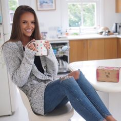 """Helen Owen on Instagram: """"Welp, not in Miami anymore. Just me and my @yourtea tag-teaming some serious jet lag. Cozy levels high, sleepy-zombie levels low. It's gonna be a minute until I whip out the bikinis again but in the meantime, @yourtea will assist in all my jet lag recovery needs. Good lookin out, ☕️."""""""