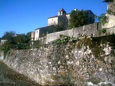 L'enceinte urbaine entre le château et la Grande Fontaine