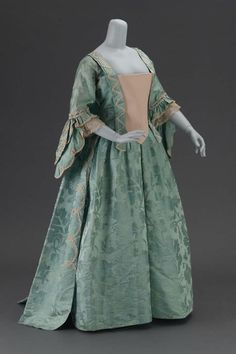 Afternoon dress, ca 1780-90 United States (possibly), MFA Boston - I love this. rather simple.  beautiful fabrics..