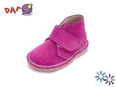 Dar2 - Tallas 24 a 34 - Bota Safari Velcro Fucsia. Los zapatos DAR2 son diseñados y fabricados pensando en la comodidad y salud de nuestros hijos. Con todo ello logran fabricar un tipo de calzado de primerísima calidad y atractivo diseño que da lugar a un zapato que garantiza el buen desarrollo del niño sin olvidar las tendencias de la moda. Aquí os dejamos un claro ejemplo. Pin by coralkids. Baby Shoes, Slippers, Clothes, Fashion, Kids Fashion, Desert Boots, Child Development, Forget, Hot Pink