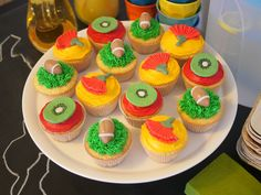 Kiwiana cupcakes- taking these in for work on Waitangi Day Multicultural Activities, Activities For Kids, Waitangi Day, Summer Christmas, Anzac Day, Kiwiana, Mellow Yellow, Cake Decorating, Cupcakes