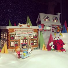 The PEANUTS Christmas Express Train Collection | The peanuts ...
