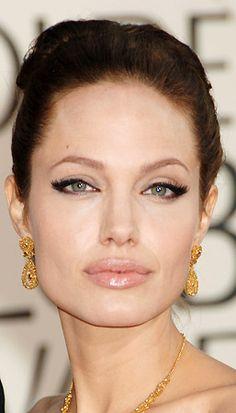 Angelina Jolie Photo 867 x 1300 pixels) Angelina Jolie Makeup, Angelina Jolie Photos, Make Up Looks, Cat Eye Makeup, Hair Makeup, Makeup Trends, Makeup Tips, Beautiful Eyelashes, Beautiful Eyes