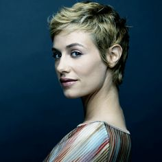 After moving to France at the age of she studied drama at Jean-Paul Denizon. Grown Out Pixie, Short Pixie, Pixie Cuts, French Beauty, Classic Beauty, Very Short Hair, French Actress, Pixie Hairstyles, Silver Hair
