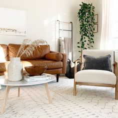Scandi Living Room, Living Room Chairs, Home Living Room, Living Room Designs, Tan Sofa, Brown Leather Couch Living Room, Mid Century Modern Living Room, Mid Century Modern Decor, Contemporary Living Room Furniture