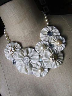 I have many vintage damask linen napkins (some with stains) that could be made into lovely yo-yos for such a project as this. Well see. Fabric Flower Necklace, Fabric Jewelry, Fabric Crafts, Sewing Crafts, Jewelry Crafts, Handmade Jewelry, Yo Yo Quilt, Bijoux Diy, Button Crafts