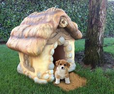 Storybook Style Carved Dog House por MonsterCityStudios en Etsy, $989.00