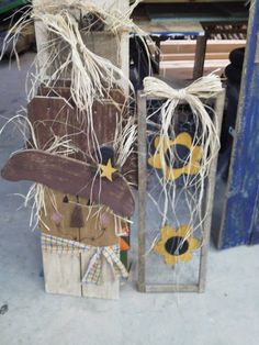 scarecrow hanger, tobacco stick shutter with chicken wire-maybe with horse shoes for my house Fall Arts And Crafts, Autumn Crafts, Holiday Crafts, Thanksgiving Projects, Fall Projects, Craft Projects, Primitive Fall, Primitive Crafts, Primitive Decorations