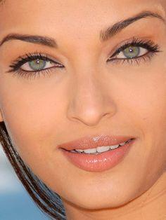 The eye makeup!! Aishwarya Rai