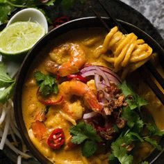 An amazing quick and easy Thai Coconut Soup made from scratch! Easy to find ingredients, this coconut curry soup is utterly addictive. Chicken Soup Recipes, Easy Soup Recipes, Seafood Recipes, Cooking Recipes, Healthy Recipes, Laksa Recipe, Coconut Soup, Thai Coconut, Recipes